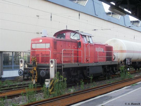 294 839-6 steht mit Güterzug in Chemnitz Hbf. (13. Juli 2011)