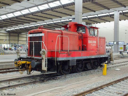 Am 2. Juli 2012 steht 363 677-6 als Rangierlok in Chemnitz Hbf.