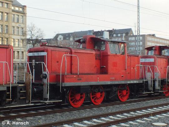 Am 17. Januar 2014 wurde 362 798-1 mit zwei Schwesterloks aus Richtung Freiberg über Chemnitz in Richtung Zwickau überführt. Das Bild entstand in Chemnitz Hbf.
