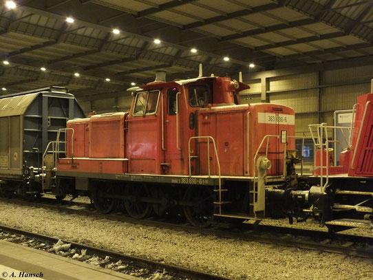 Am 13. Februar 2013 fuhr 261 090-5 den EK 55080 nach Zwickau. Mit am Haken hatte sie 363 696-6, hier zu sehen in Chemnitz Hbf.