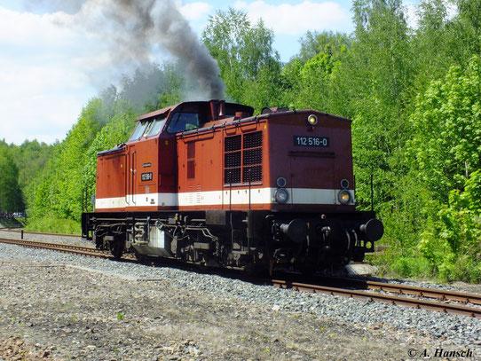 112 516-0 macht am 19. Mai 2012 im Bw Schwarzenberg zur Lokparade ordentlich Druck