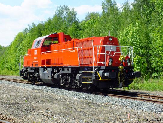 Am 19. Mai 2012 fand im Bw Schwarzenberg ein Eisenbahnfest statt. 261 042-6 war zu Gast und ist hier bei der Lokparade zu sehen