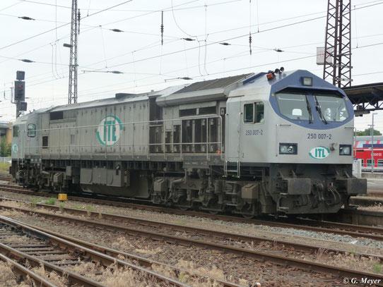 Am 30. Mai 2009 steht 250 007-2 der ITL Eisenbahngesellschaft mbH im Bahnhof Luth. Wittenberg