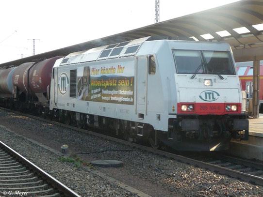 Am 3. August 2011 durchfuhr 285 104-6 der ITL den Hbf. Luth. Wittenberg