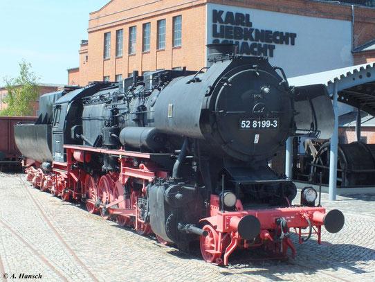 Im Gelände des Bergbaumuseums Oelsnitz (Erzgebirge) ist 52 8199-3 ausgestellt (20. Mai 2012)