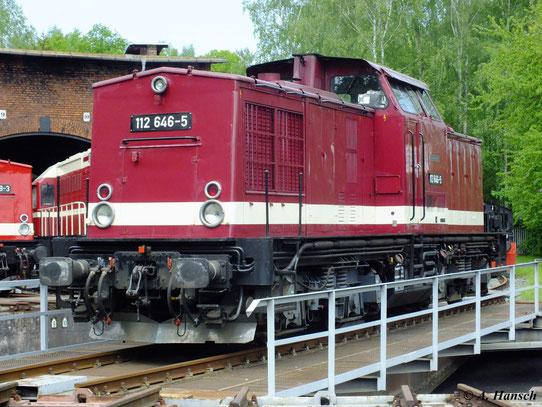 Am 19. Mai 2012 fand im Bw Schwarzenberg wieder ein Eisenbahnfest statt. 112 646-5 präsentiert sich hier auf der Drehscheibe...