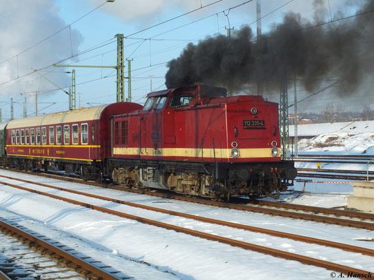Am 2. März 2013 fand die Abschiedsfahrt von 52 8080-5 statt. Bei der Ausfahrt des Zuges aus Chemnitz Hbf. zeigt Schublok 112 331-4 was in ihr steckt