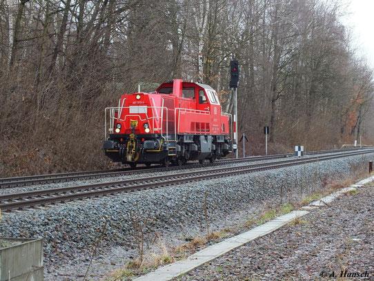 Am 12. April 2013 fuhr 261 013-7 als Lz durch Chemnitz Küchwald in Richtung Chemnitz Hbf.