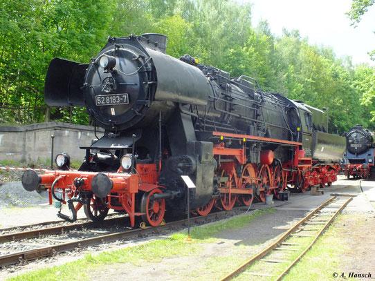 Am 19. Mai 2012 steht 52 8183-7 bei bestem Wetter im Bw Schwarzenberg