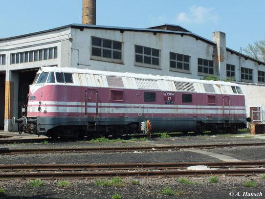 Am 5. Mai 2013 steht V180 331 am Rundhaus des Bw Glauchau. Die Lok gehört der KUBE CON rail GmbH (früher PBSV) und ist dort als Lok 17 eingereiht