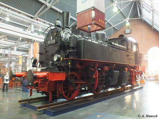 Im Industriemuseum Chemnitz steht eine letzte Vertreterin der Sächsischen I TV, die 98 001 (1. Februar 2012)