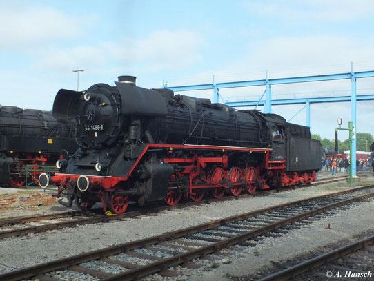 Am 1. September 2012 präsentiert sich 44 1486-8 im Gelände des ehemaligen RAW Meiningen zu den XVIII. Meininger Dampfloktagen