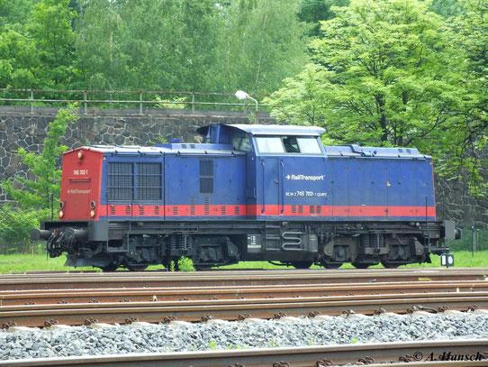 Nachdem 745 702-1 (ex DR 112 661) einige Zeit im Lokschuppen der RISS im Gelände des AW Chemnitz stand, verläßt sie für einen Einsatz am 12. Juni 2013 das Gelände