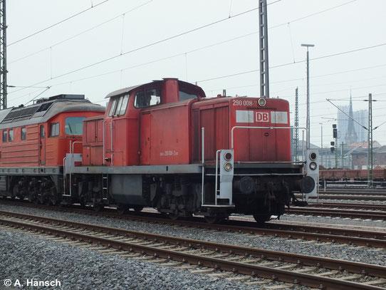 290 008-2 ist eine von 6 Loks die am 31. März 2014 von Saalfeld (Saale) ins AW Chemnitz überführt wurden. Hier steht die Fuhre in Chemnitz Hbf.