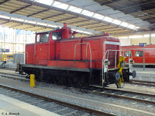 362 911-0 steht am 17. Mai 2012 in Chemnitz Hbf.