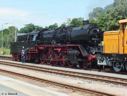 """""""Jürgen Kempe´s Fahrt mit Dampf in den Ruhestand"""" steht auf dem Tender. Für Fan´s und Fotografen wurde der Zug zunächst nach Thalheim und dann zurück nach Aue gefahren"""