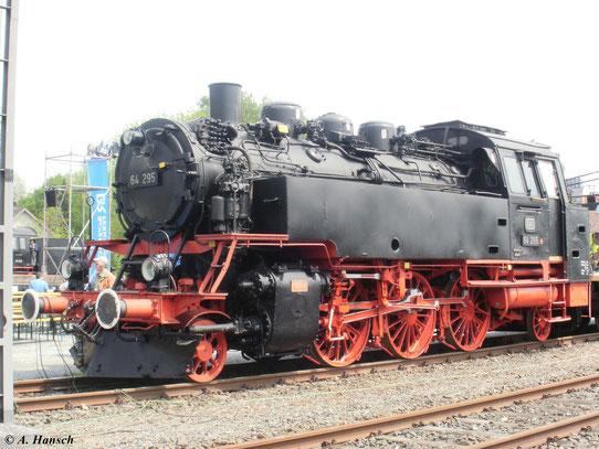 Im Deutschen Dampflokmuseum Neuenmarkt-Wirsberg war am 22. Mai 2010 64 295 zu sehen. Die Lok war bei der DB im Einsatz
