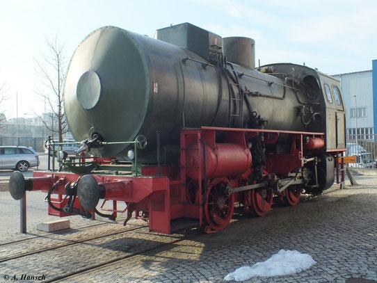 Auf dem Außengelände des Industriemuseums Chemnitz steht eine Dampfspeicherlok, hier fotografiert am 1. Februar 2012