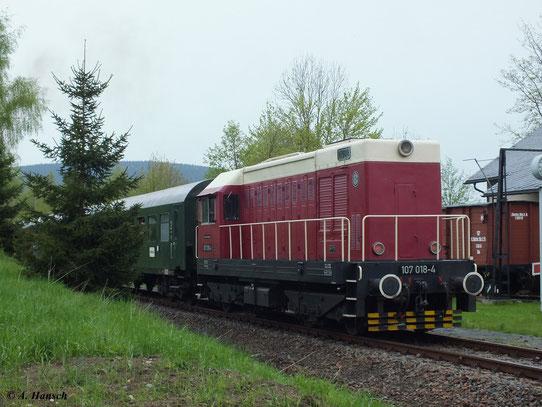 Am 11. Mai 2013 fuhr ein Sonderzug mit 50 3616-5 von Schwarzenberg nach Walthersdorf. Schublok war 107 018-4, die hier im Zielbahnhof zu sehen ist