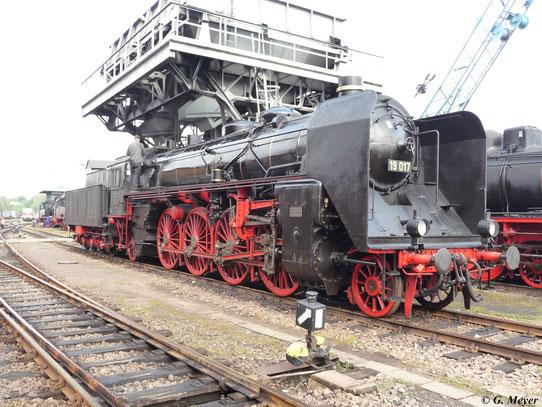 Am 22. August 2009 fand das 19. heizhausfest im SEM Chemnitz statt. 19 017 war zu Gast im Museum und steht unterm Kohlebunker. Die Loks der Baureihe 19 waren die einzigen deutschen Schnellzugdampfloks mit der Achsfolge 1´D1´