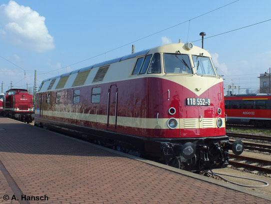 Am 12. April 2014 wurde 228 585-6 (ITL 118 552-9) erstmals öffentlich präsentiert. Es handelt sich um ITL 118 002, die seit kurzem wieder ihr altes DR-Farbkleid trägt