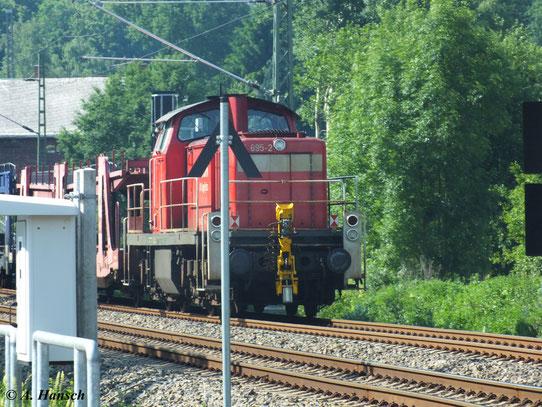 Am Schluss eines gemischten Güterzuges (Zuglok 155 006-0) hängt am 18. Juni 2013 294 695-2, die ich am Abzweig Furth in Chemnitz gerade noch erwischen konnte