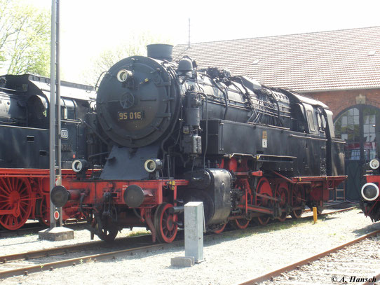 Im Deutschen Dampflokmuseum Neuenmarkt-Wirsberg kann man 95 016 bewundern, hier am 22. Mai 2010