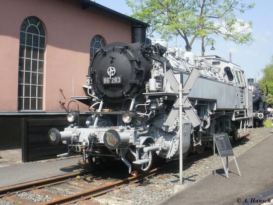 Am 22. Mai 2010 steht 86 283 im Deutschen Dampflokomotivmuseum Neuenmarkt-Wirsberg. Die Lok ist mit Fotoanstrich versehen