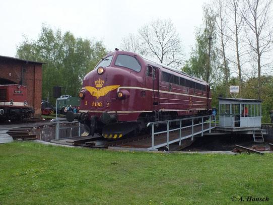 Am 11. Mai 2013 ist 227 004-9 zu den 21. Schwarzenberger Eisenbahntagen zu Gast. Hier präsentiert sich die Maschine auf der Drehscheibe des kleinen Bw Schwarzenberg