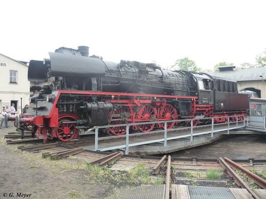 Am 5. Mai 2012 steht 35 1113-6 auf der Drehscheibe im Bw Nossen