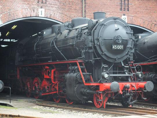 Die einzige noch existierende BR 43 ist 43 001, die man im SEM Chemnitz sehen kann. Hier steht sie am 15. September 2012 im Rundhaus 1 des Museums