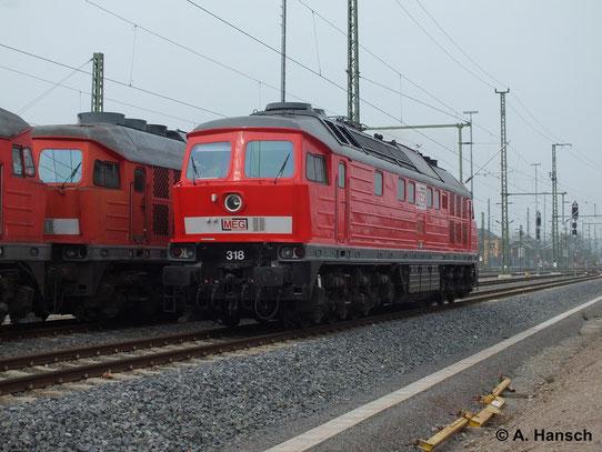 232 690-8 (MEG 318) bringt am 31. März 2014 einen Lokzug ins DB-Stillstandsmanagement Chemnitz. Hier ist die Lok beim Kopfmachen in Chemnitz Hbf. zu sehen