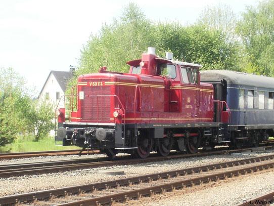 Noch in Altrot lackiert ist V60 114, die am 22. Mai 2010 in Neuenmarkt-Wirsberg zu sehen war