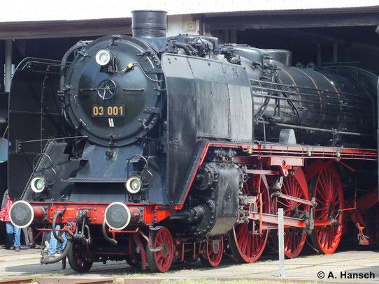 Museumslok 03 001 in ihrem heutigen Heimat Bw Dresden Altstadt. Leider ist die Lok heute nicht mehr betriebsfähig (12. April 2014)