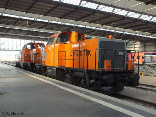 Am 3. August 2013 stehen 214 025-9 (BBL Lok 14) und 214 027-5 (BBL Lok 18) in Chemnitz Hbf.