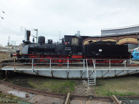 Die Lok gehört zur Gattung der preußischen T3 (BR 89.70-75) und trug vor ihrem Umbau die Nummer 89 7403. Eine weitere Besonderheit ist der Schlepptender
