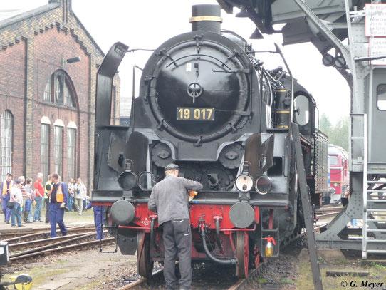 Die Frontansicht von 19 017 zeigt deutlich die 4 Zylinder der Lokomotive