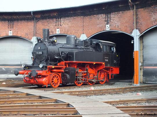 Am 21. April 2013 steht 91 896 vorm Rundhaus 1 des SEM Chemnitz