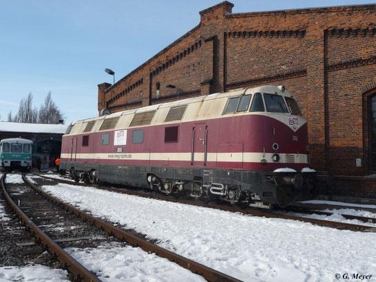 228 504-7 (Lok 202 der Mitteldeutschen Eisenbahn GmbH) war am 23. März 2013 im Museums-Bw Staßfurt zu Gast