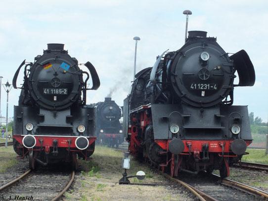 Am 2. Juni 2012 waren im Bw Staßfurt 41 1185-2 und 41 1231-4 nebeneinander zu sehen. Zwischen den beiden Maschinen hindurch kann man im Hintergrund auch 52 8177-9 erkennen