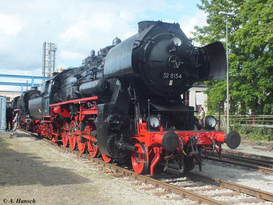 """Die Lok trägt am 1. September 2012 im Gelände des ehem. RAW Meiningen Lokschilder ohne Selbstkontrollziffer (Zahl hinter dem """"-"""", mit Einführung des EDV-Systems ab 1970)"""