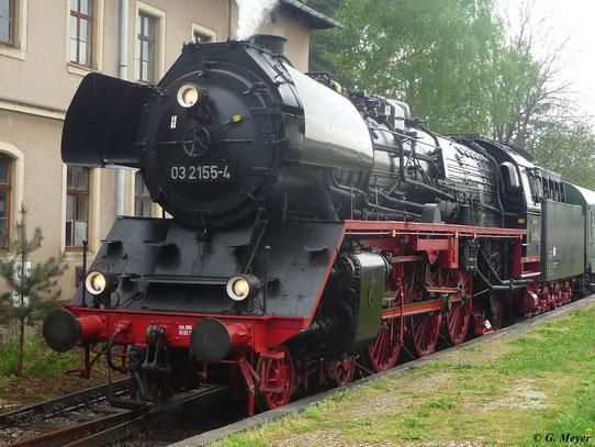 Am 5. Mai 2012 erreicht 03 2155-4 mit ihrem Sonderzug den Bahnhof Nossen