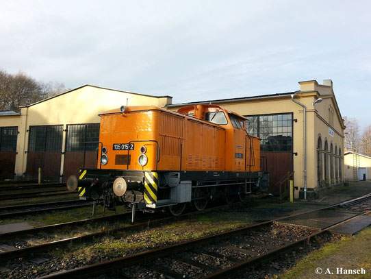 Top gepflegt präsentiert sich 105 015-2 am 15. Dezember 2013 vor dem Lokschuppen der Ostsächsischen Eisenbahnfreunde in Löbau