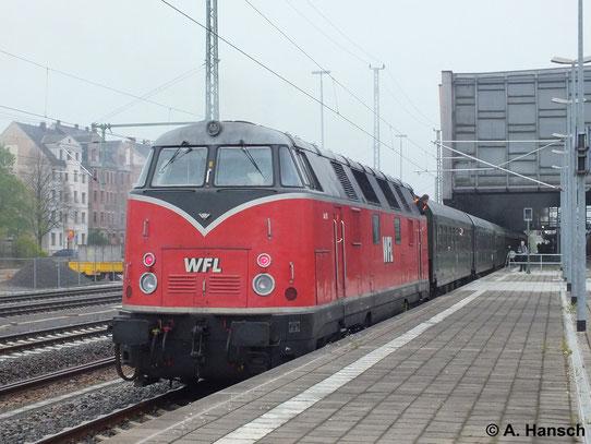 Am 19. April 2014 kam 228 501-3 als Schublok am Sonderzug Nossen - Schmalkalden zum Einsatz. Hier ist die Fuhre bei der Einfahrt in Chemnitz Hbf. zu sehen