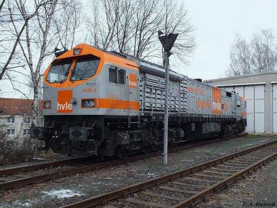 250 010-6 (V330.2 der hvle) steht am 3. Februar 2013 vorm Lokschuppen in Chemnitz Küchwald