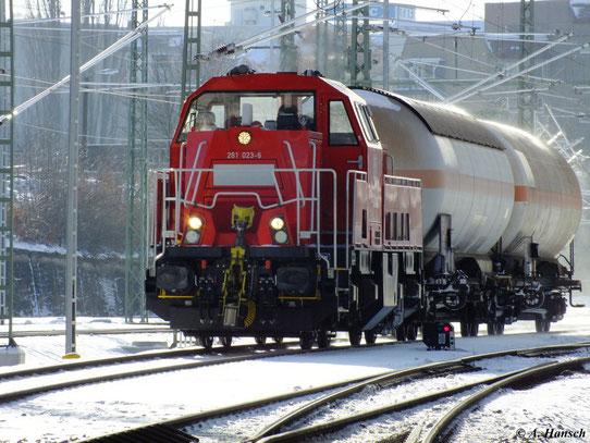 Am 7. Dezember 2012 kommt 261 023-6 aus Richtung Aue in den Chemnitzer Hbf. gefahren