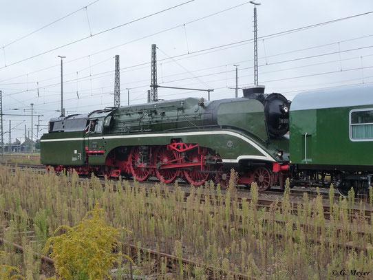 Am 31. August 2012 fuhr 18 201 von Wittenberg nach Dresden. Zunächst fuhr die Lok Tender voraus in den Hbf. ein