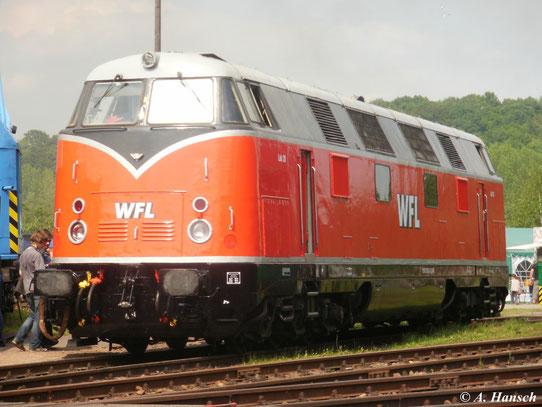 228 501-3 (Lok 20 der WFL) beim Eisenbahnfest im Bw Nossen am 14. Mai 2011. Auf den ersten Blick erinnert die Lok aufgrund ihrer Lackierung an eine V200 der DB