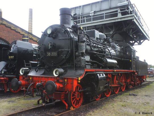 """38 205 steht am 22. August 2009 am Hochbunker des SEM Chemnitz. Die Loks der Gattung XII H2 wurden auch als """"Sächische Rollwagen"""" bekannt"""