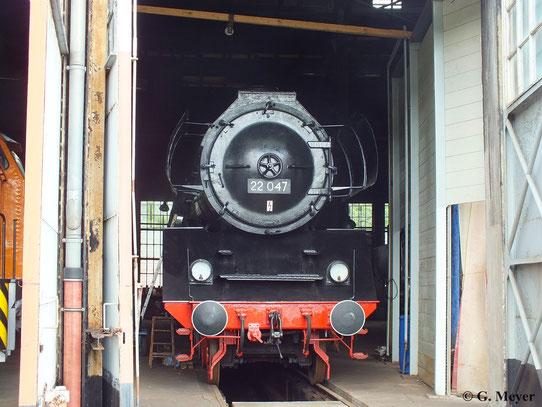 Eine äußerlich aufgearbeitete Lok der BR 22 (ab 1970 BR 39.10) befindet sich mit 22 047 im Eisenbahnmuseum Falkenberg (08. Juni 2013)